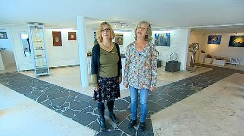 De zussen Kalverda exposeren in galerie Huis ter Heide. De een schildert, de ander werkt met keramiek.